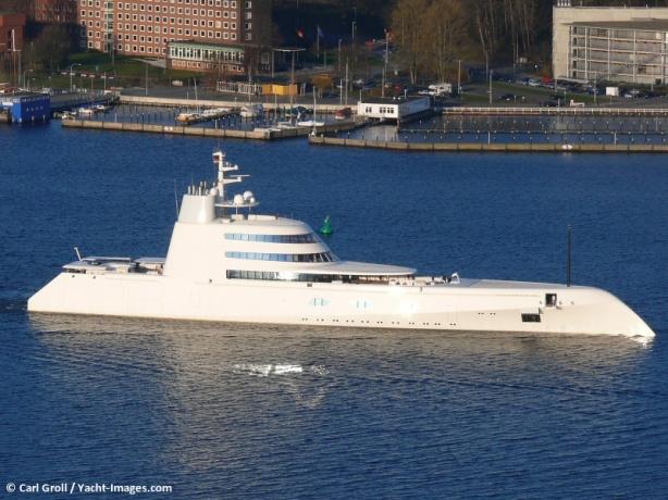 yacht-a-2