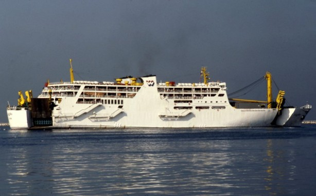 Picture by Chris Howell via www.shipspotting.com